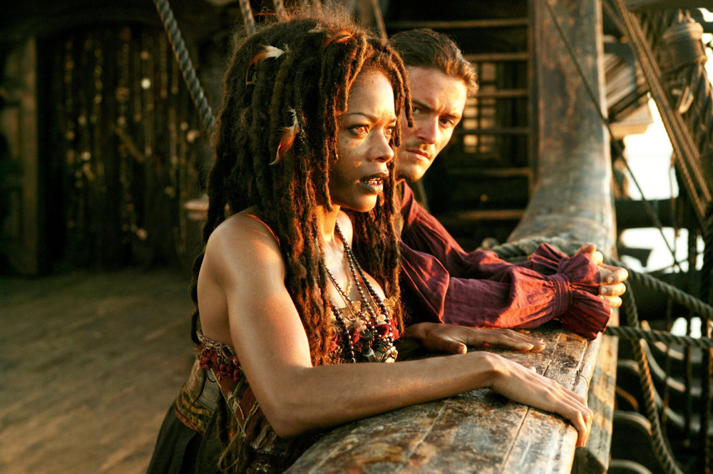 кадры из фильма Пираты Карибского моря: На краю света Наоми Харрис, Орландо Блум,