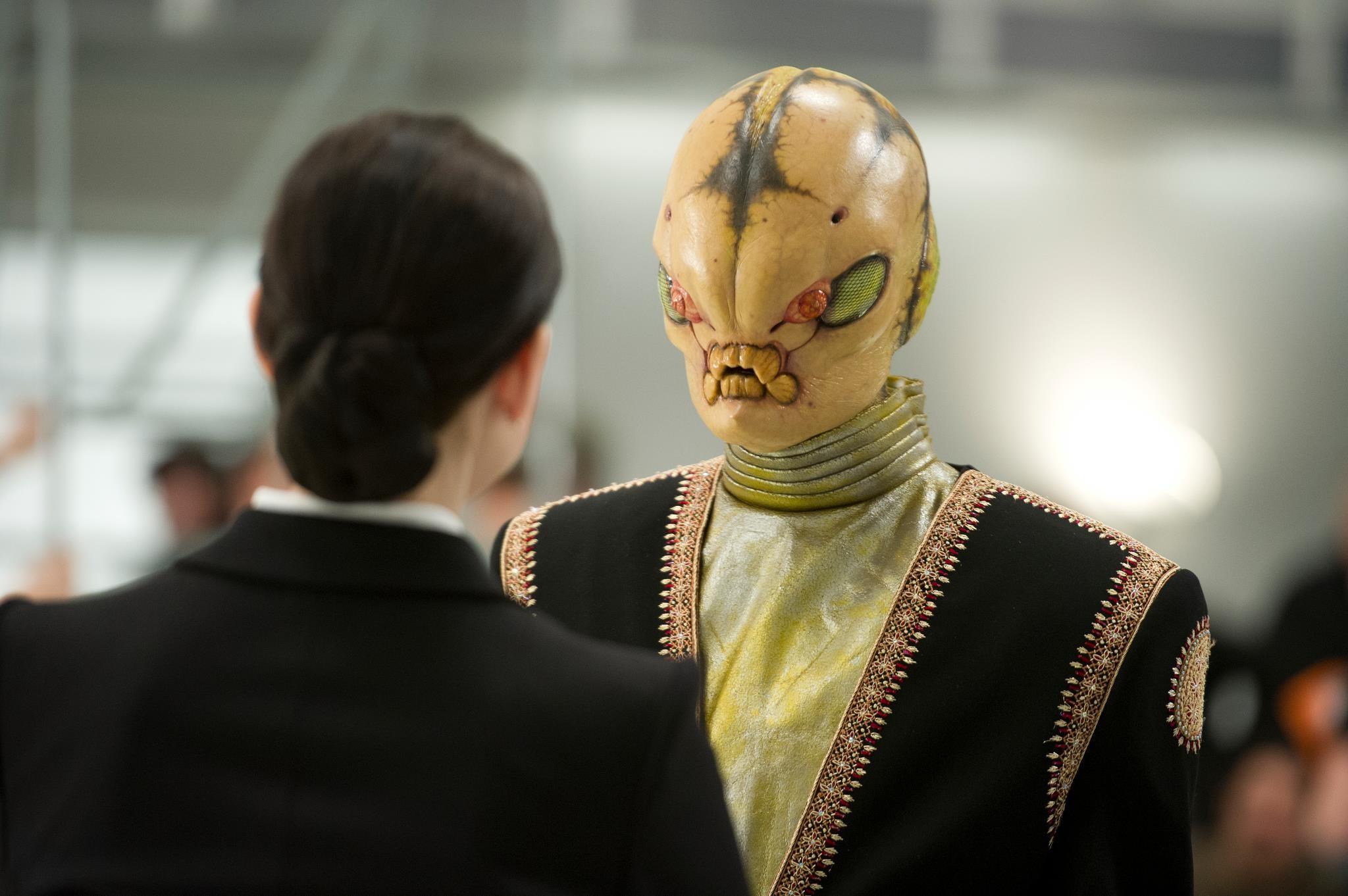кадры из фильма Люди в черном 3