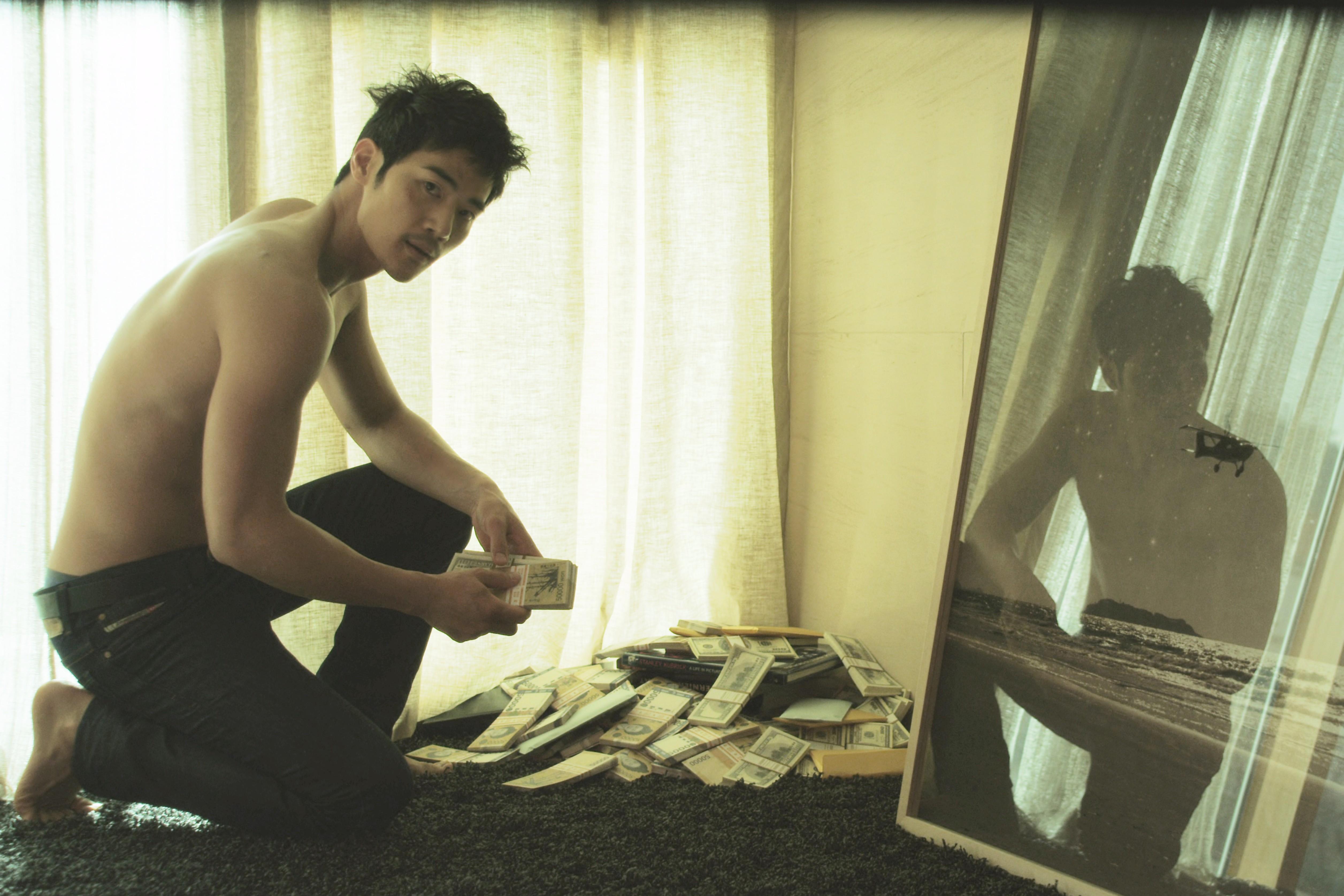 кадры из фильма Вкус денег*