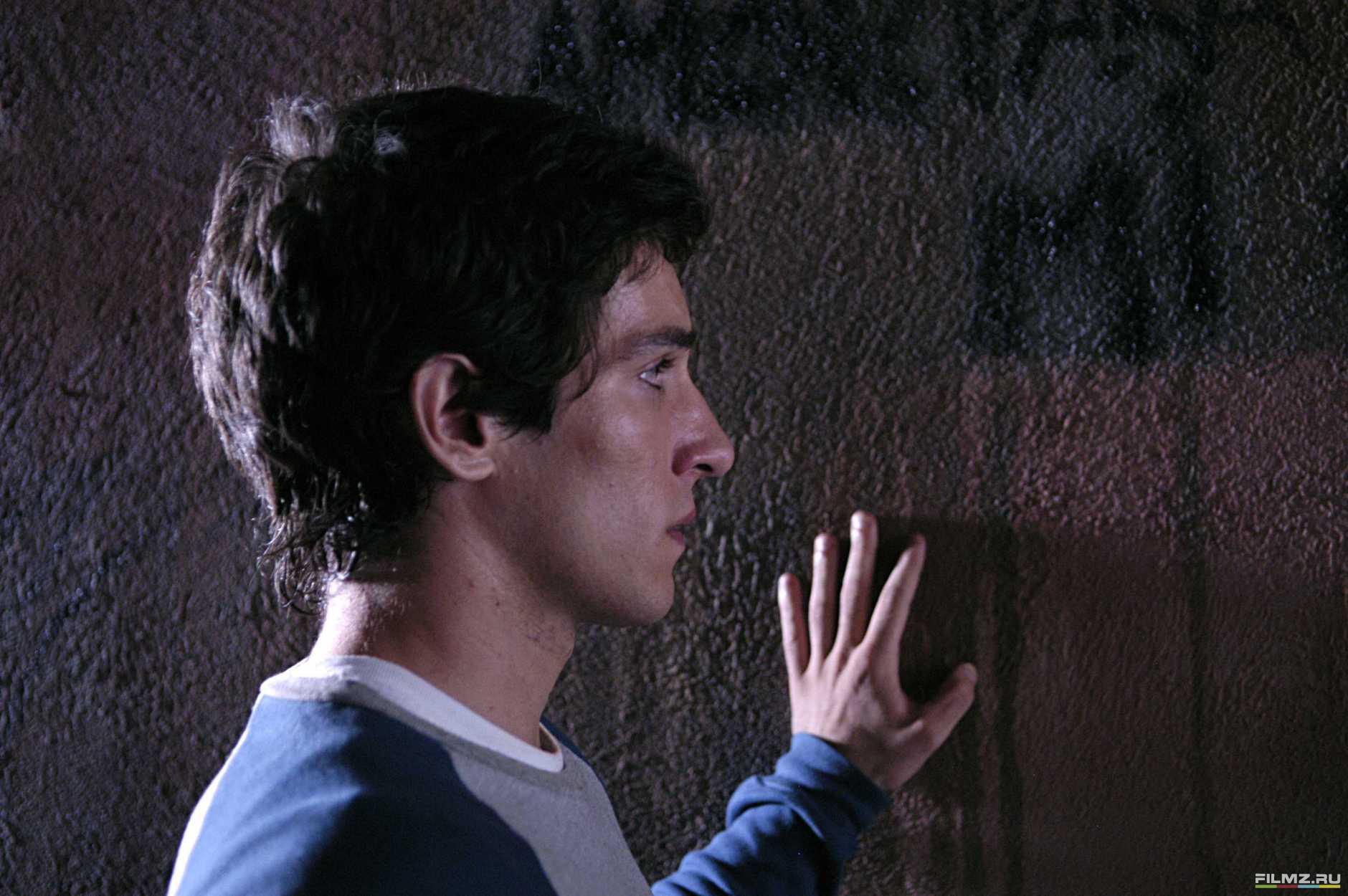 кадры из фильма Темно-синий, почти черный Ким Гутьеррес,