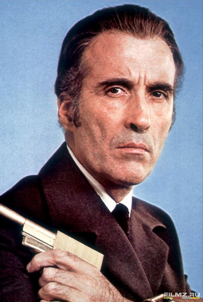 промо-слайды фотосессия Человек с золотым пистолетом Кристофер Ли,