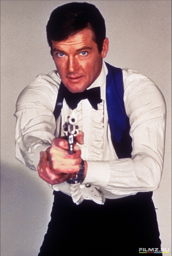 промо-слайды фотосессия Человек с золотым пистолетом Роджер Мур,