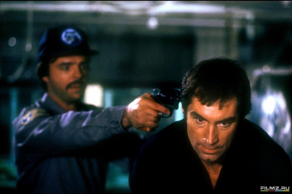 кадры из фильма Лицензия на убийство Тимоти Долтон,