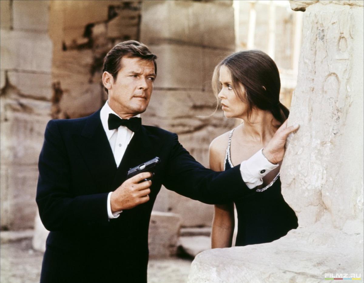 кадры из фильма Шпион, который меня любил Роджер Мур, Барбара Бах,