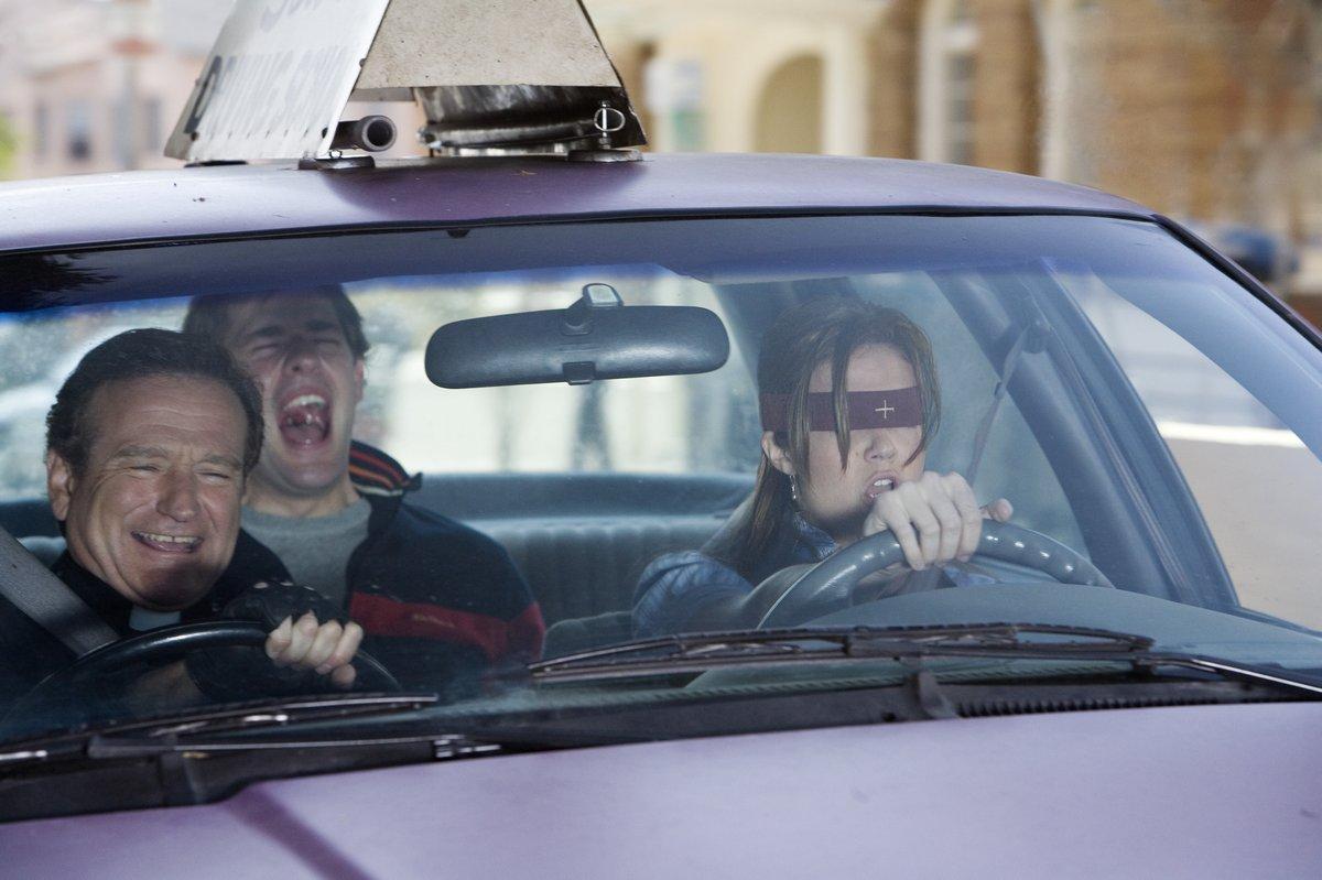 кадры из фильма Лицензия на брак Джон Красински, Мэнди Мур, Робин Уильямс,