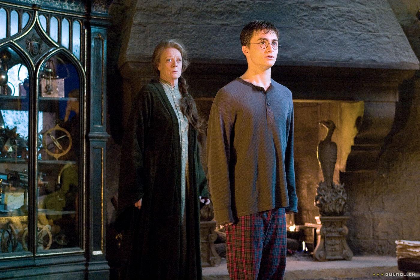 кадры из фильма Гарри Поттер и Орден Феникса Мэгги Смит, Дэниэл Рэдклифф,