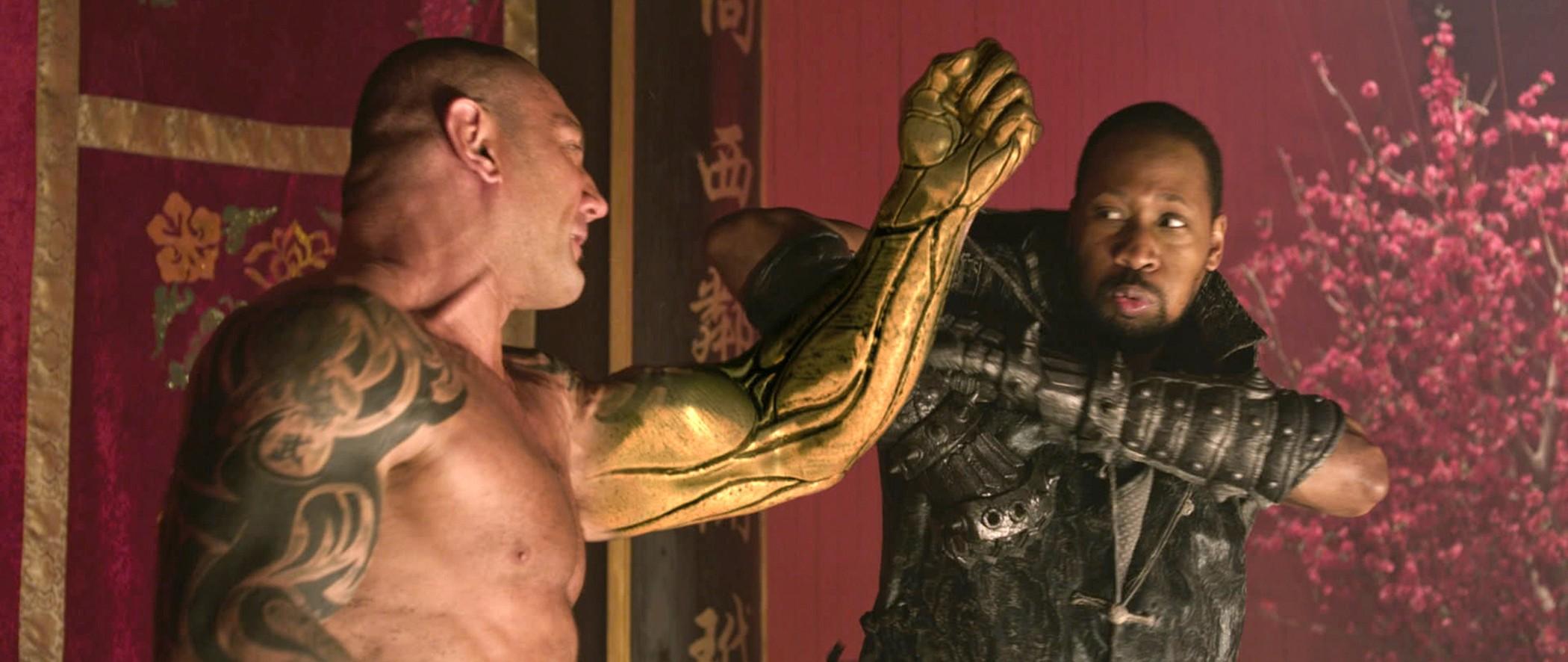 кадры из фильма Железный кулак Дэйв Батиста,  RZA,