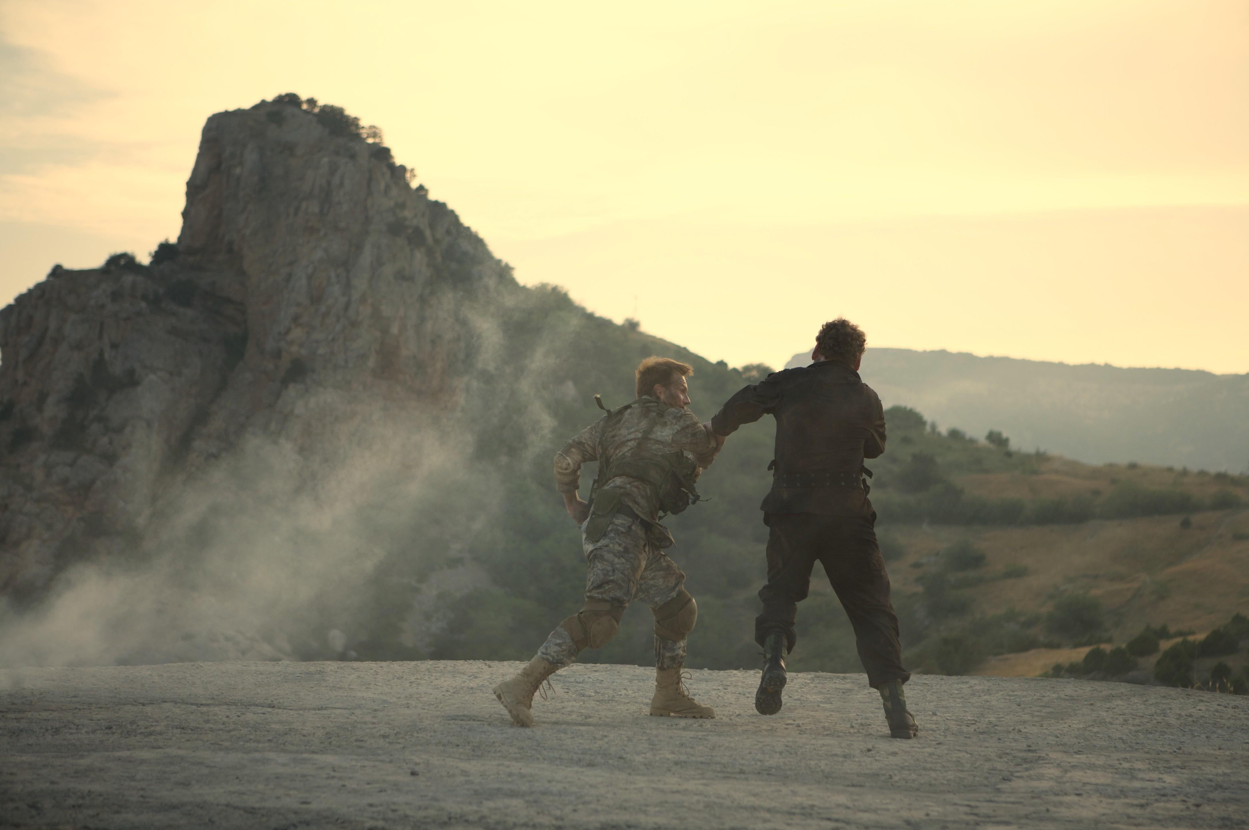 кадры из фильма Солдаты удачи Кристиан Слэйтер, Колм Мини,