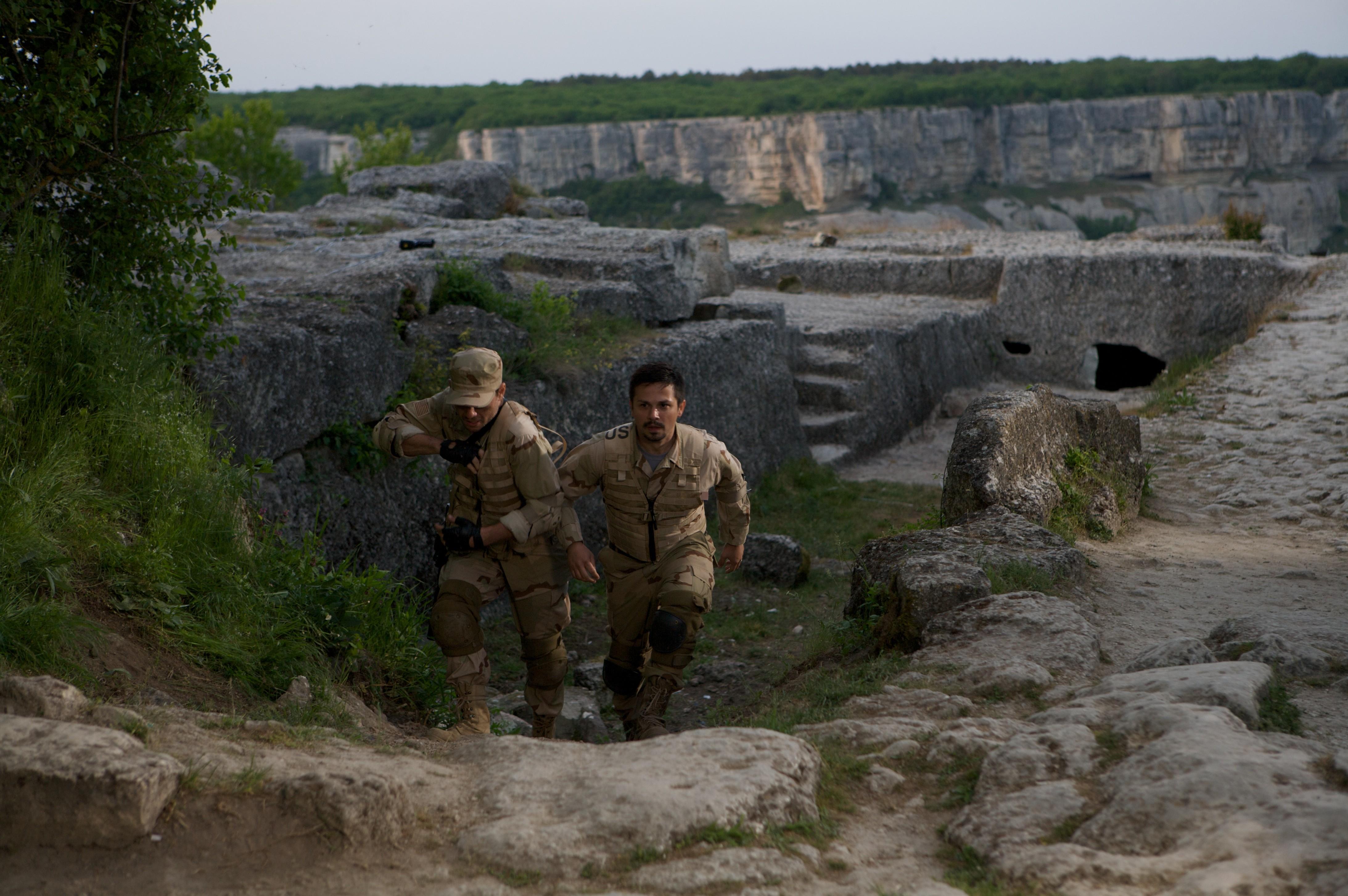 кадры из фильма Солдаты удачи Кристиан Слэйтер, Фредди Родригес,