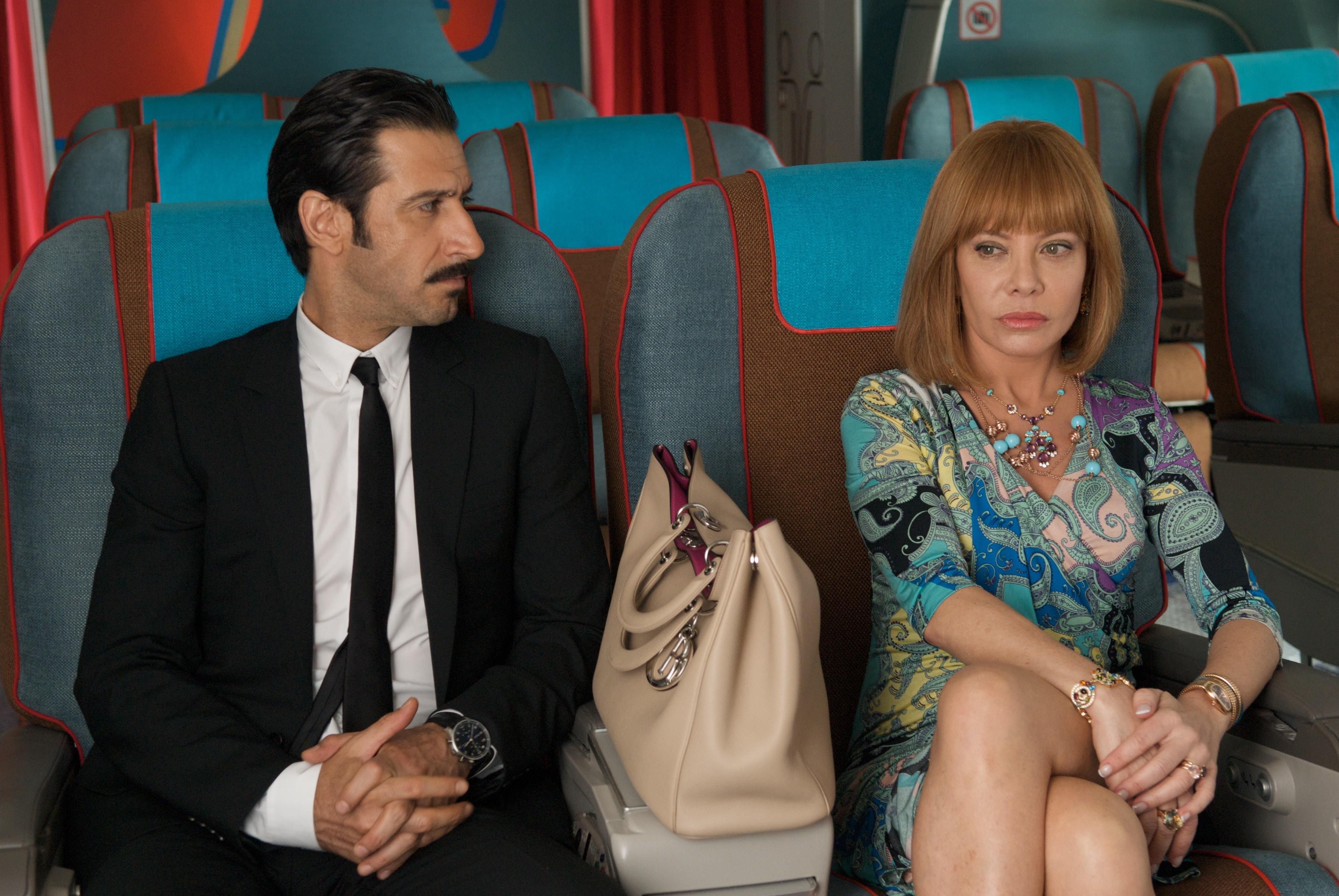 кадры из фильма Я очень возбужден Хосе Мария Яспик, Сесилия Рот,