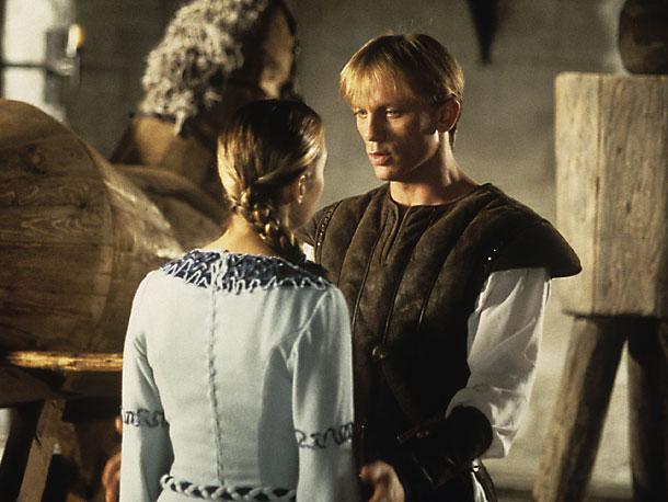 кадры из фильма Первый рыцарь при дворе короля Артура Дэниел Крэйг, Кейт Уинслет,