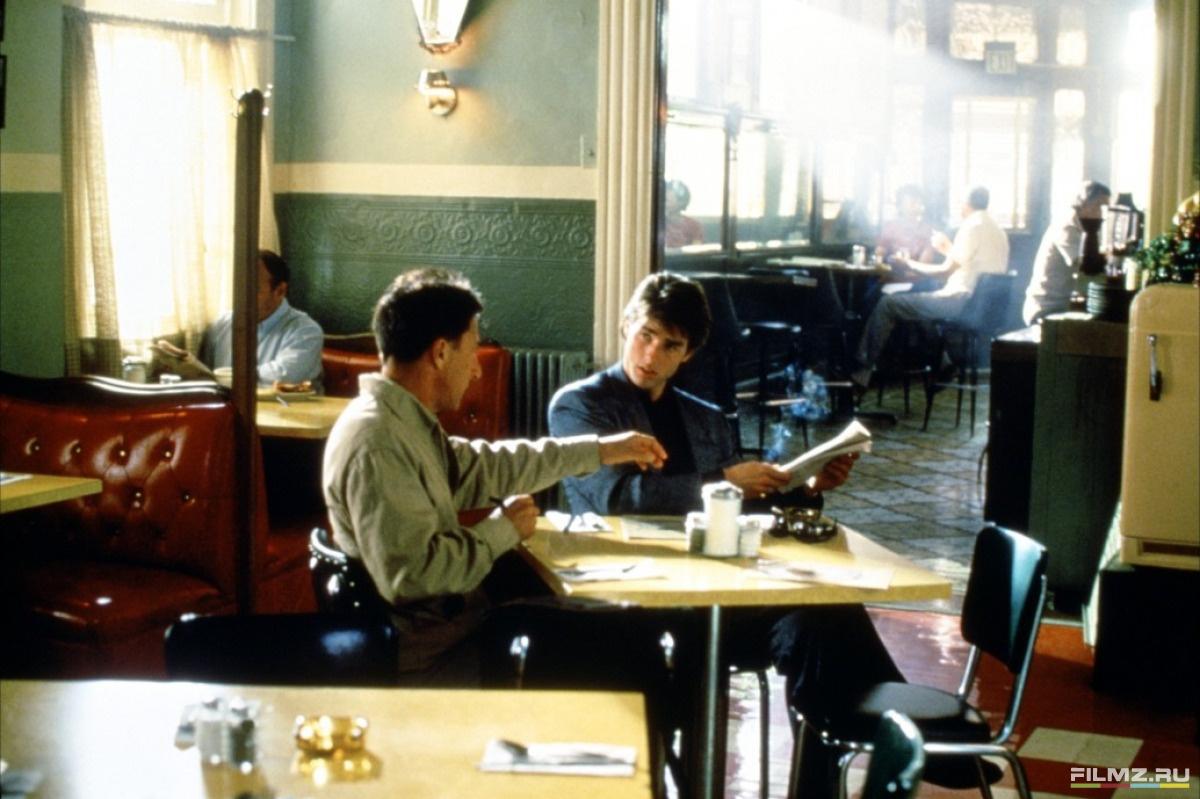 кадры из фильма Человек дождя Дастин Хоффман, Том Круз,