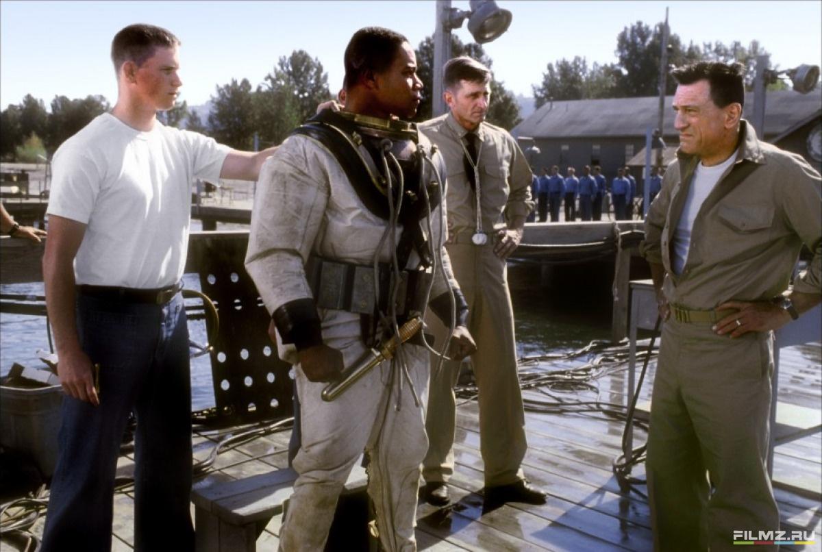 кадры из фильма Военный ныряльщик Куба Гудинг-мл., Роберт Де Ниро,
