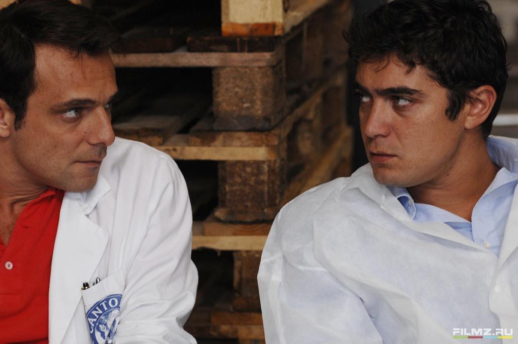 кадры из фильма Холостые выстрелы Алессандро Прециози, Риккардо Скамарчо,