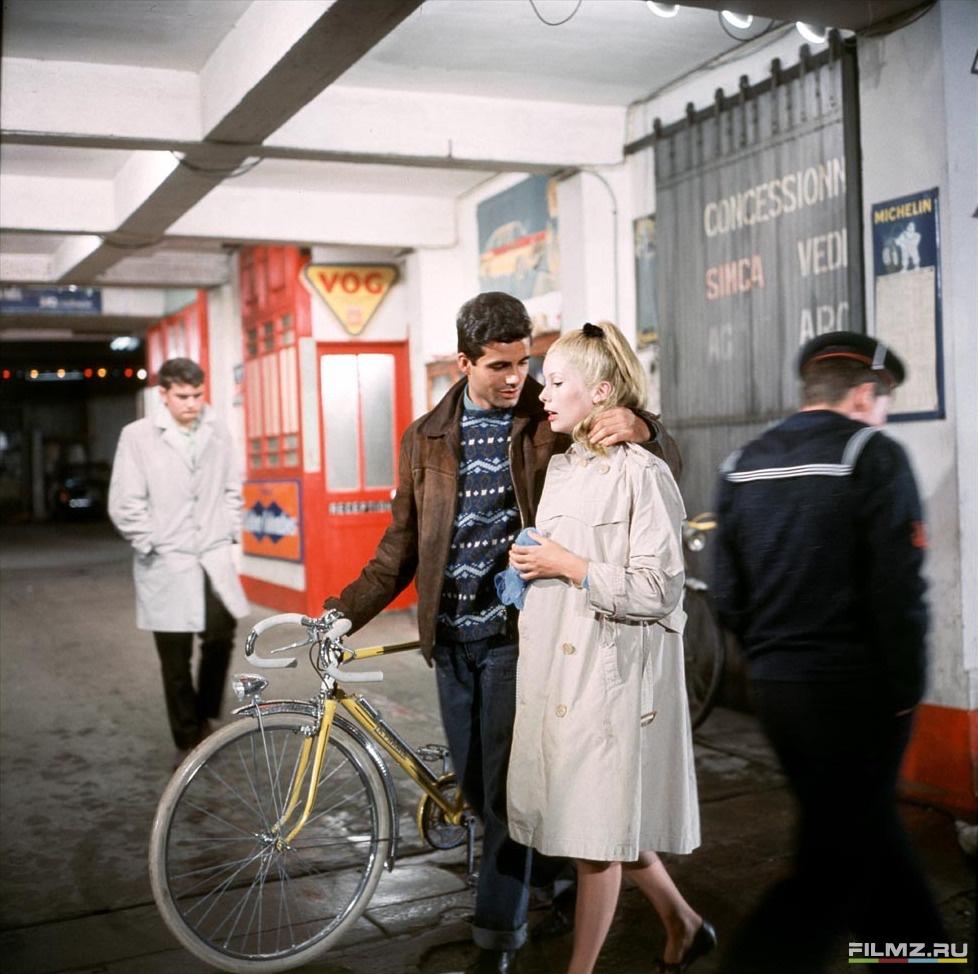 кадры из фильма Шербурские зонтики Катрин Денев, Нино Кастельнуово,