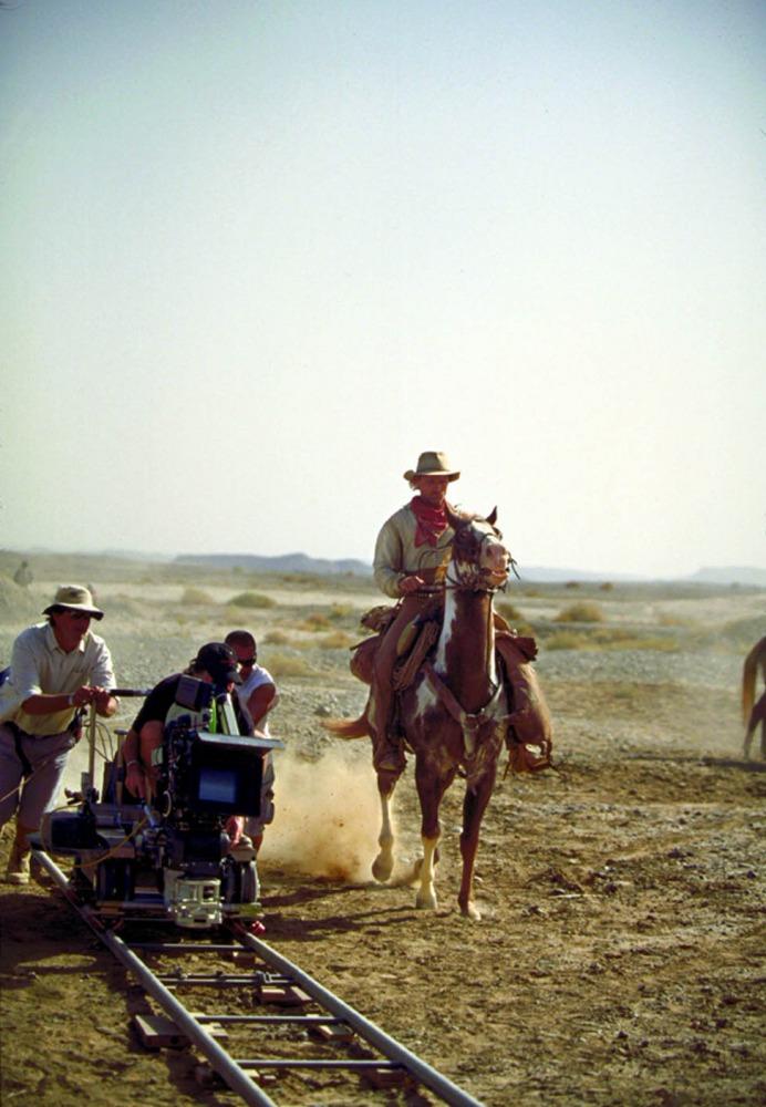 со съемок Идальго: Погоня в пустыне Вигго Мортенсен,