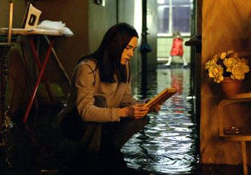 кадры из фильма Темная вода Дженнифер Коннелли,