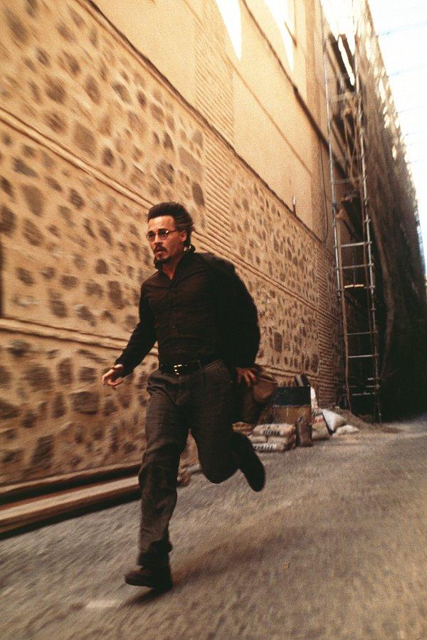 кадры из фильма Девятые врата Джонни Депп,