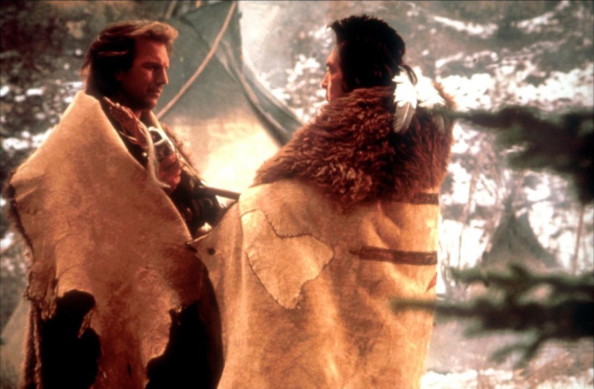 кадры из фильма Танцующий с волками Грэм Грин, Кевин Костнер,