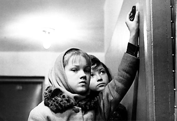 кадры из фильма Звонят, откройте дверь Елена Проклова,