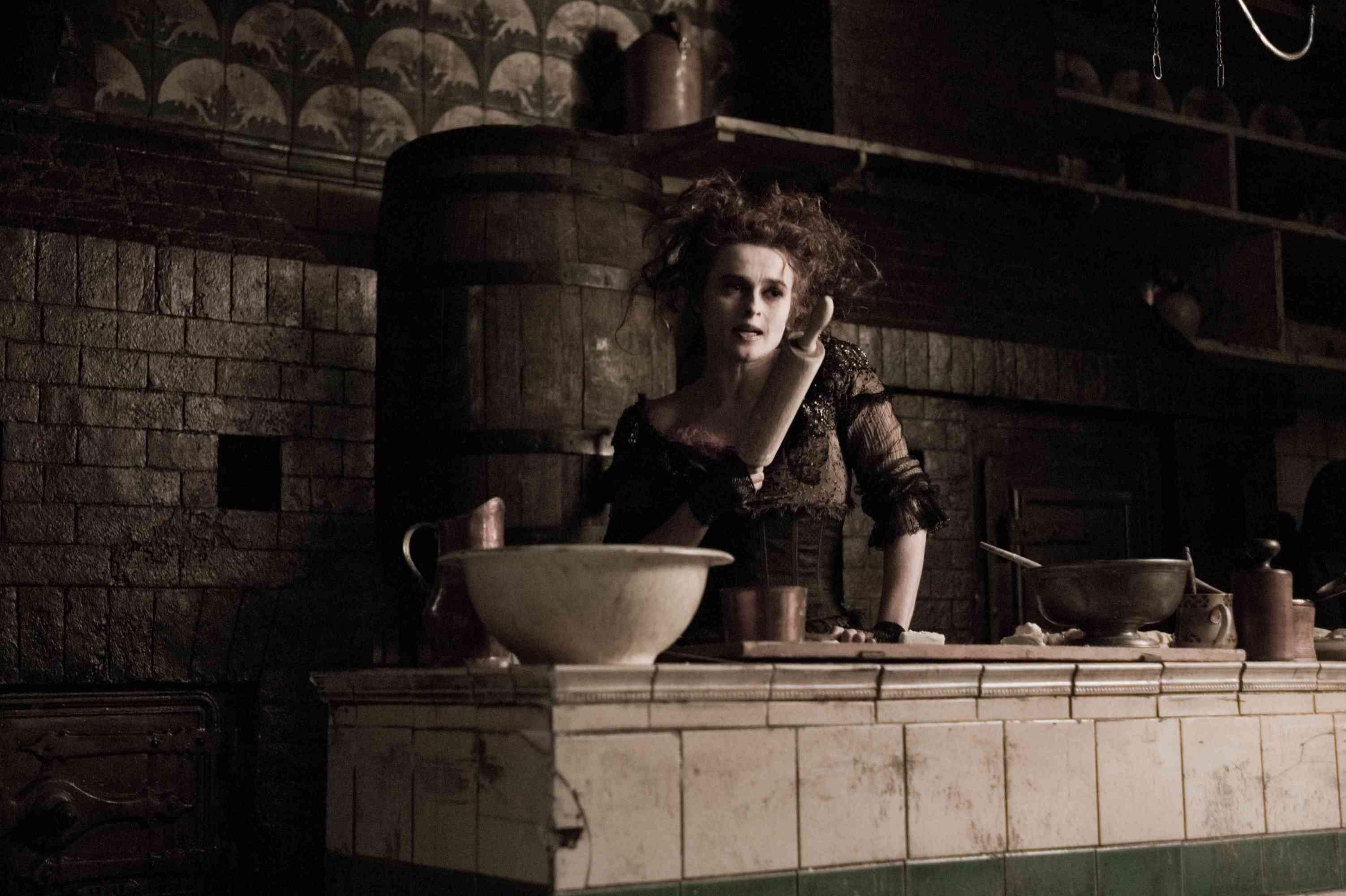 кадры из фильма Суини Тодд, демон-парикмахер с Флит-стрит Хелена Бонэм Картер,