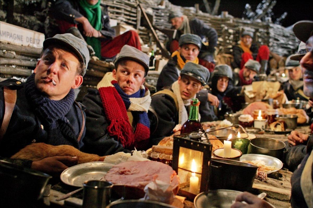 кадры из фильма Счастливого Рождества Дани Бун,