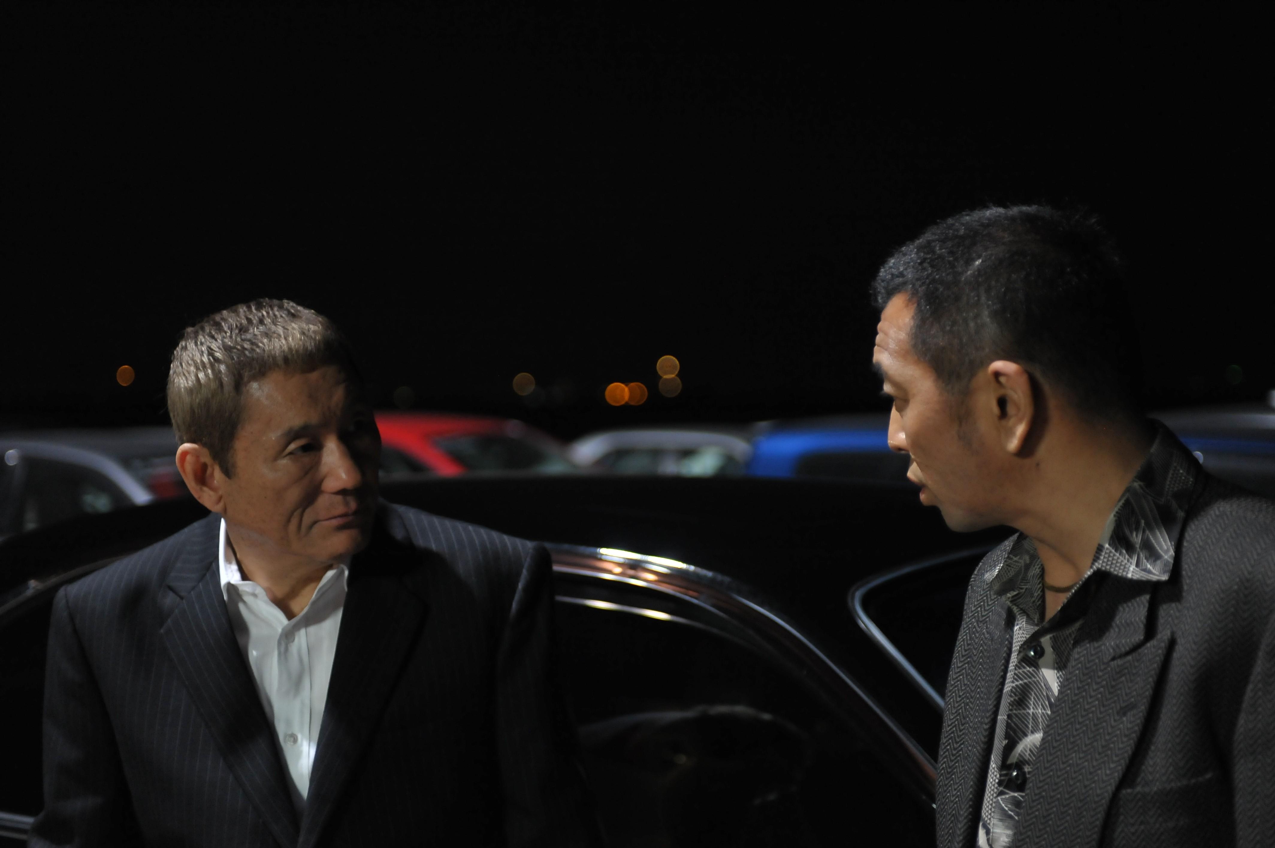 кадры из фильма Полный беспредел Такеши Китано,