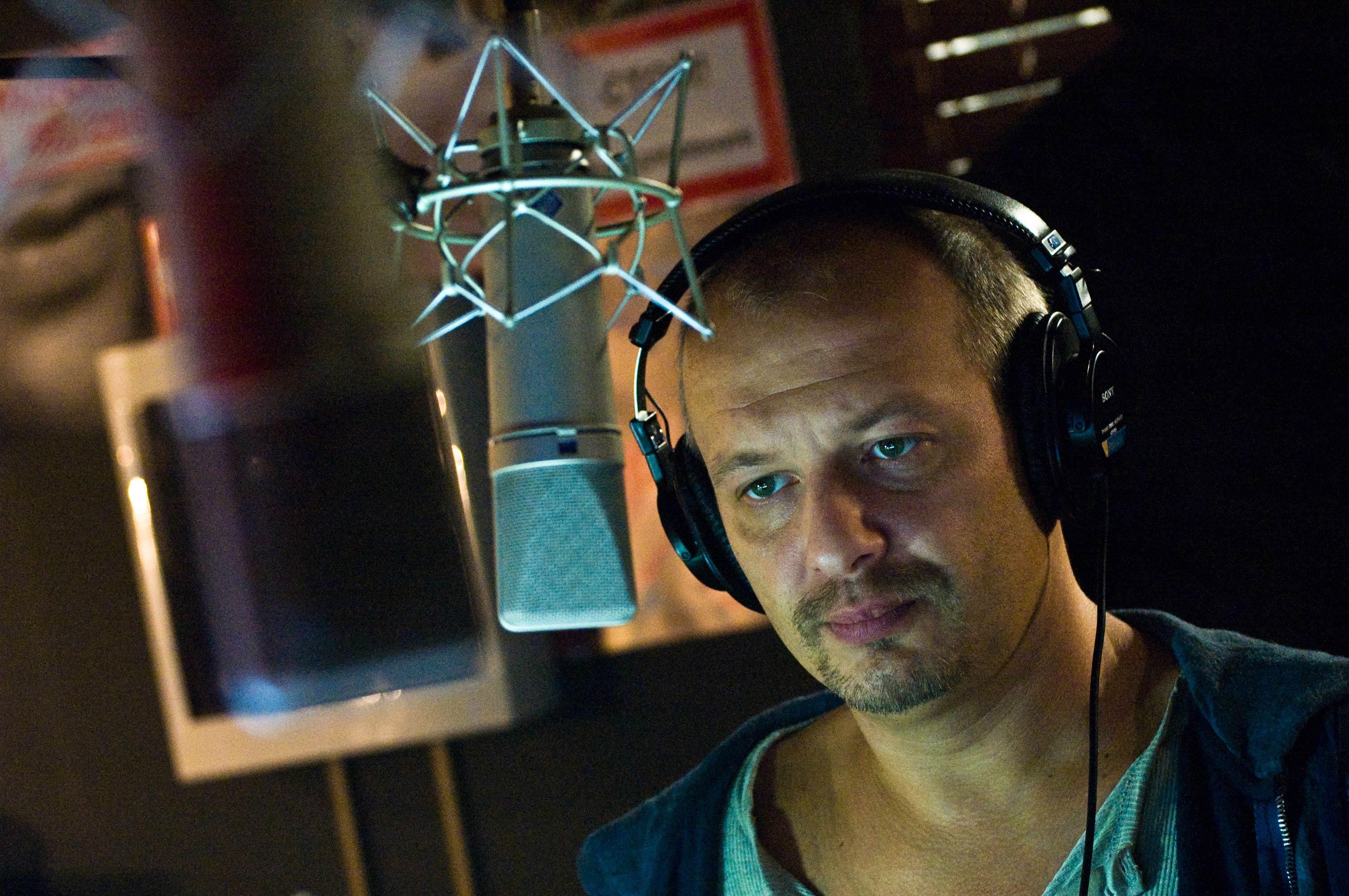 кадры из фильма День радио