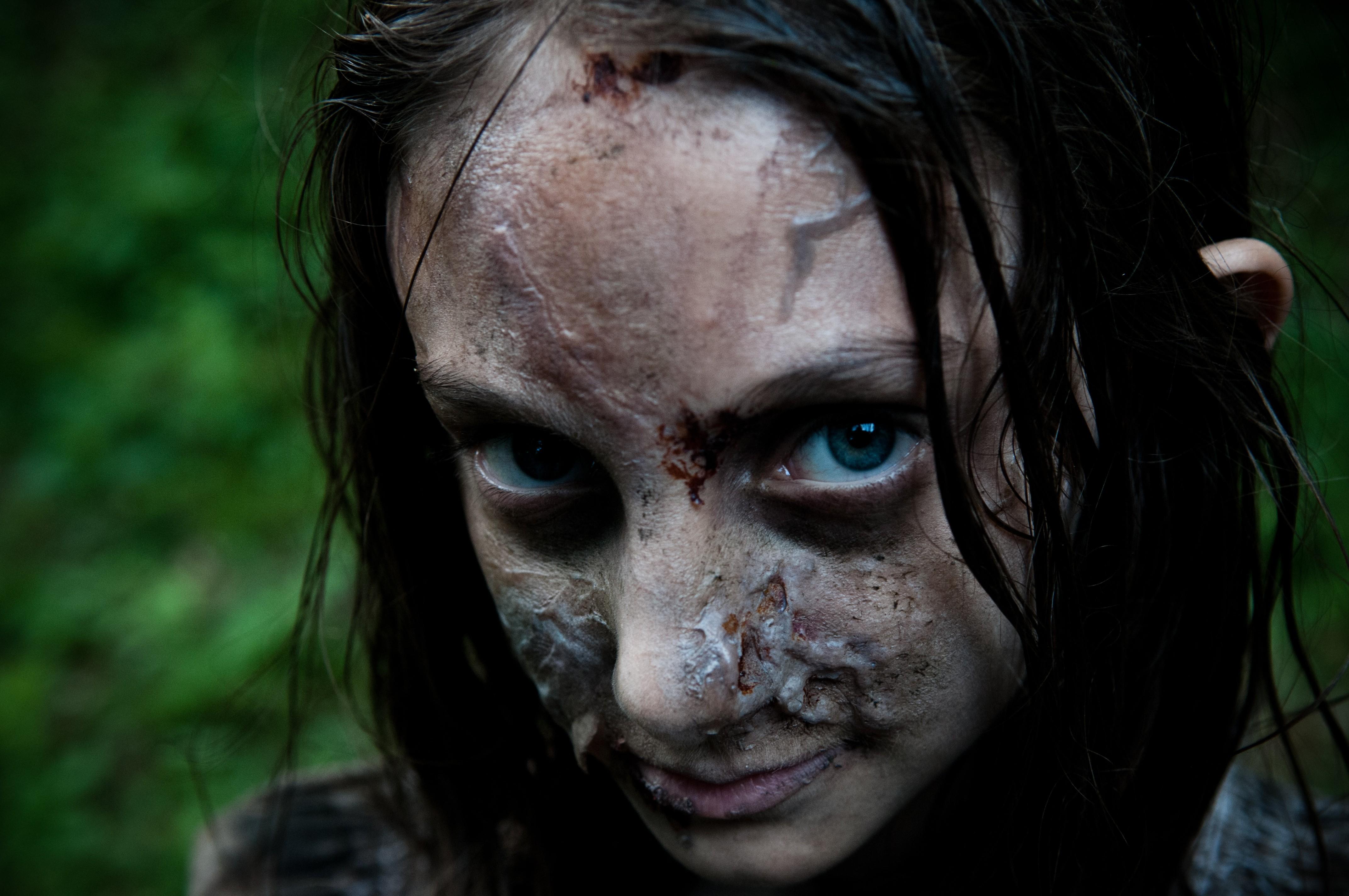 кадры из фильма Открытая могила*