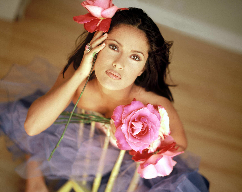 Ава на фото девушки с цветами