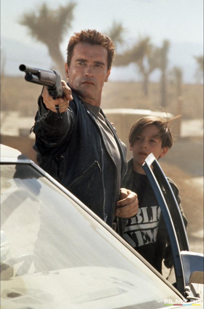 кадры из фильма Терминатор 2: Судный день Эдвард Ферлонг, Арнольд Шварценеггер,