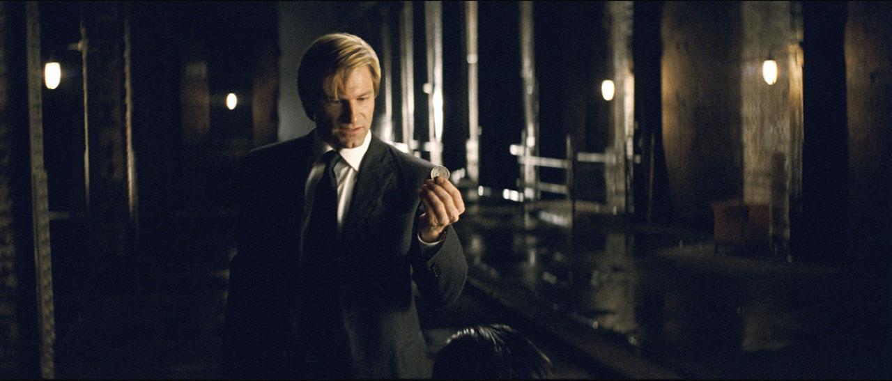 кадры из фильма Темный рыцарь Аарон Экхарт,