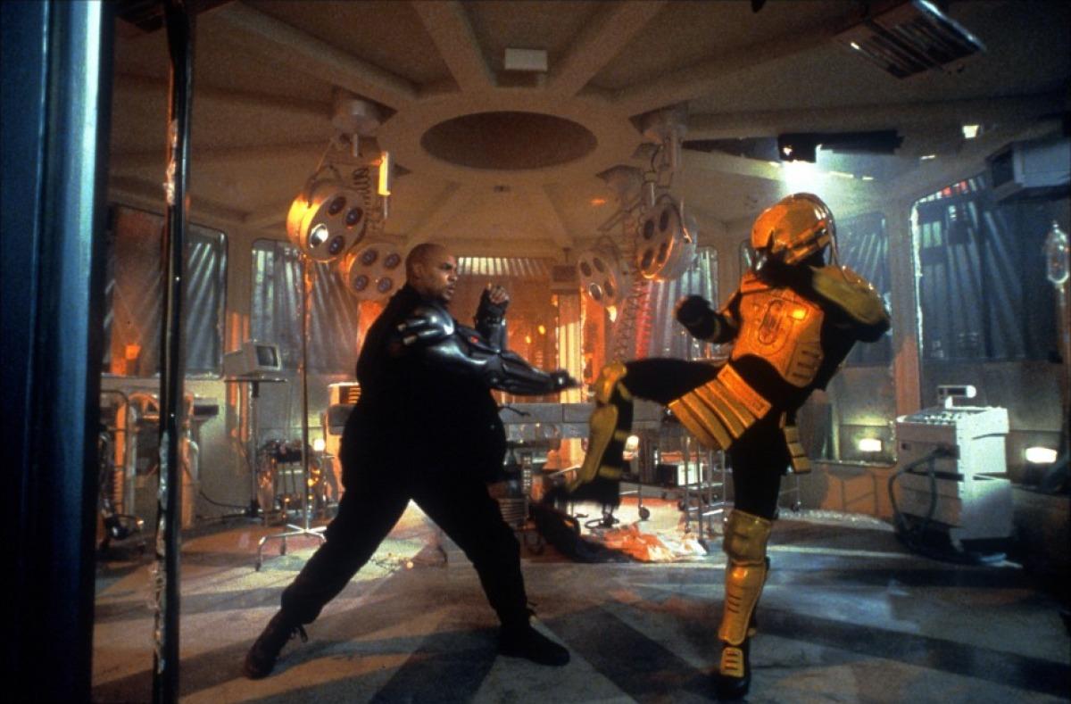 кадры из фильма Смертельная битва 2: Истребление Линн 'Ред' Уильямс,
