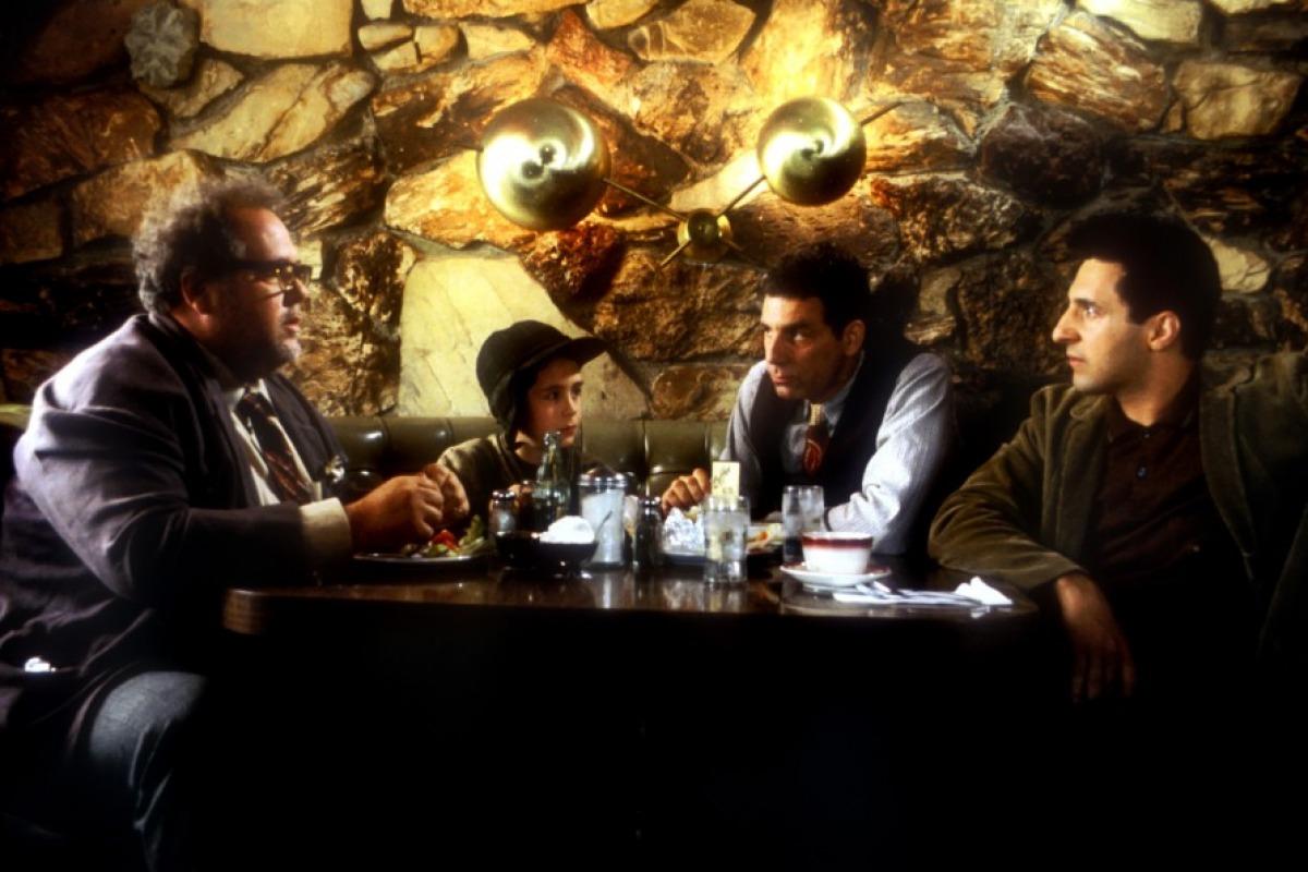 кадры из фильма Сумасшедшие герои Мори Чайкин, Майкл Ричардс, Джон Туртурро,