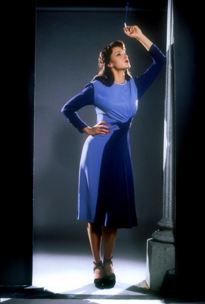 промо-слайды Дьявол в голубом платье Дженнифер Билс,