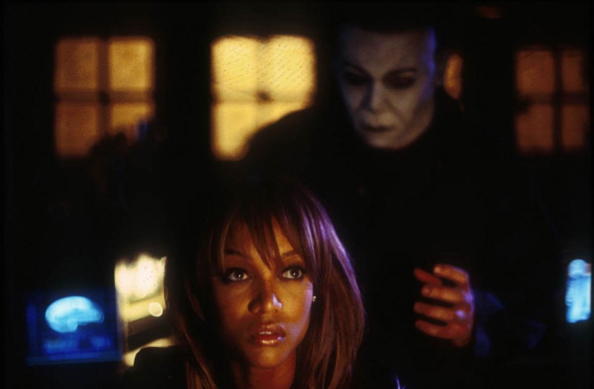 кадры из фильма Хэллоуин: Воскрешение Тайра Бэнкс,