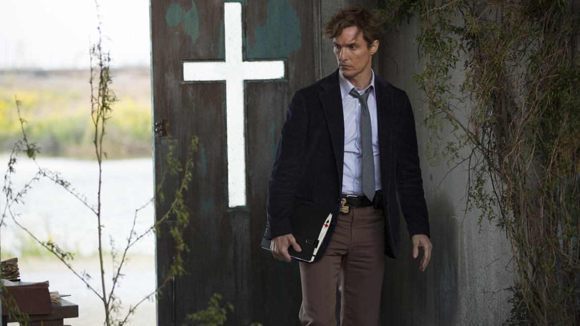 кадры из фильма Настоящий детектив Мэтью Макконахи,