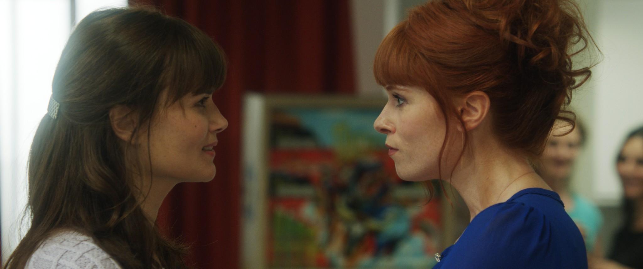 кадры из фильма Красотки в Париже