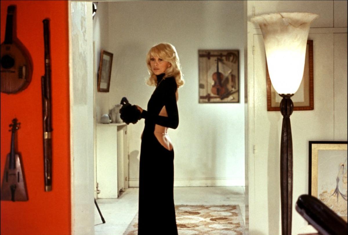 кадры из фильма Высокий блондин в черном ботинке Мирей Дарк,