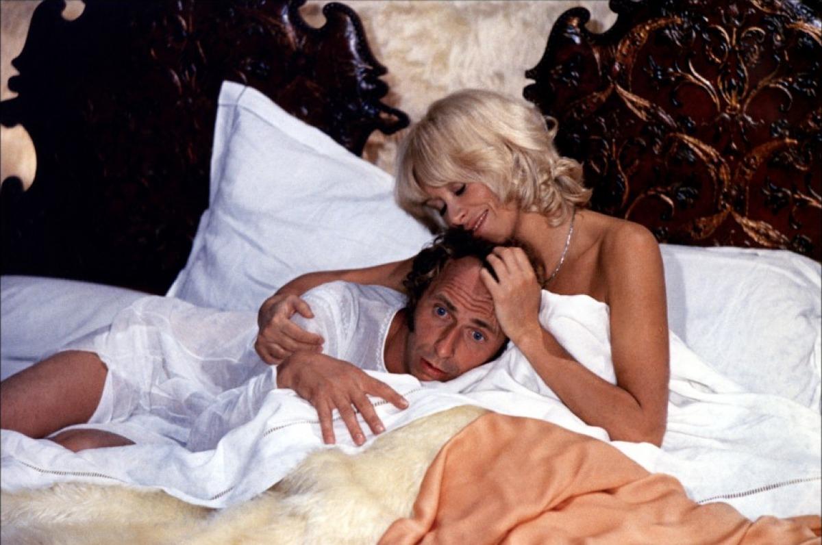 кадры из фильма Возвращение высокого блондина Мирей Дарк, Пьер Ришар,