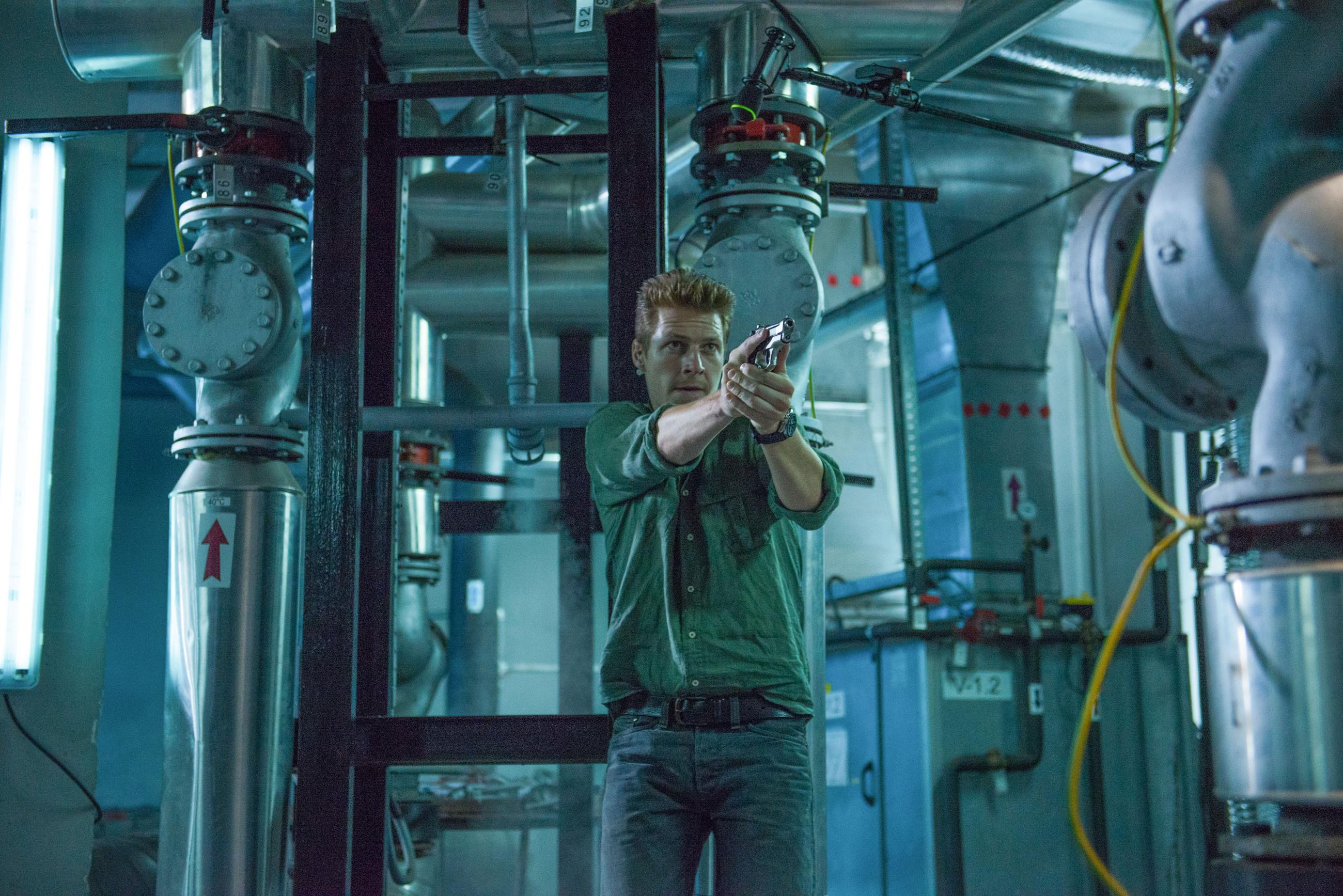 кадры из фильма Человек ноября Люк Брэйси,