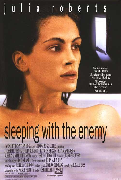 плакат фильма постер В постели с врагом