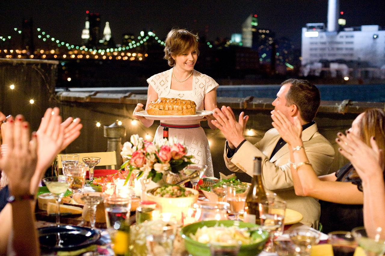 кадры из фильма Джули и Джулия: готовим счастье по рецепту Эми Адамс,