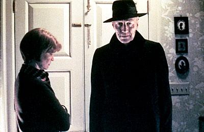 кадры из фильма Изгоняющий дьявола Эллен Берстин, Макс фон Сюдов,