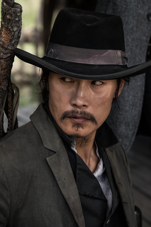 кадры из фильма Великолепная семерка Бён Хон Ли,