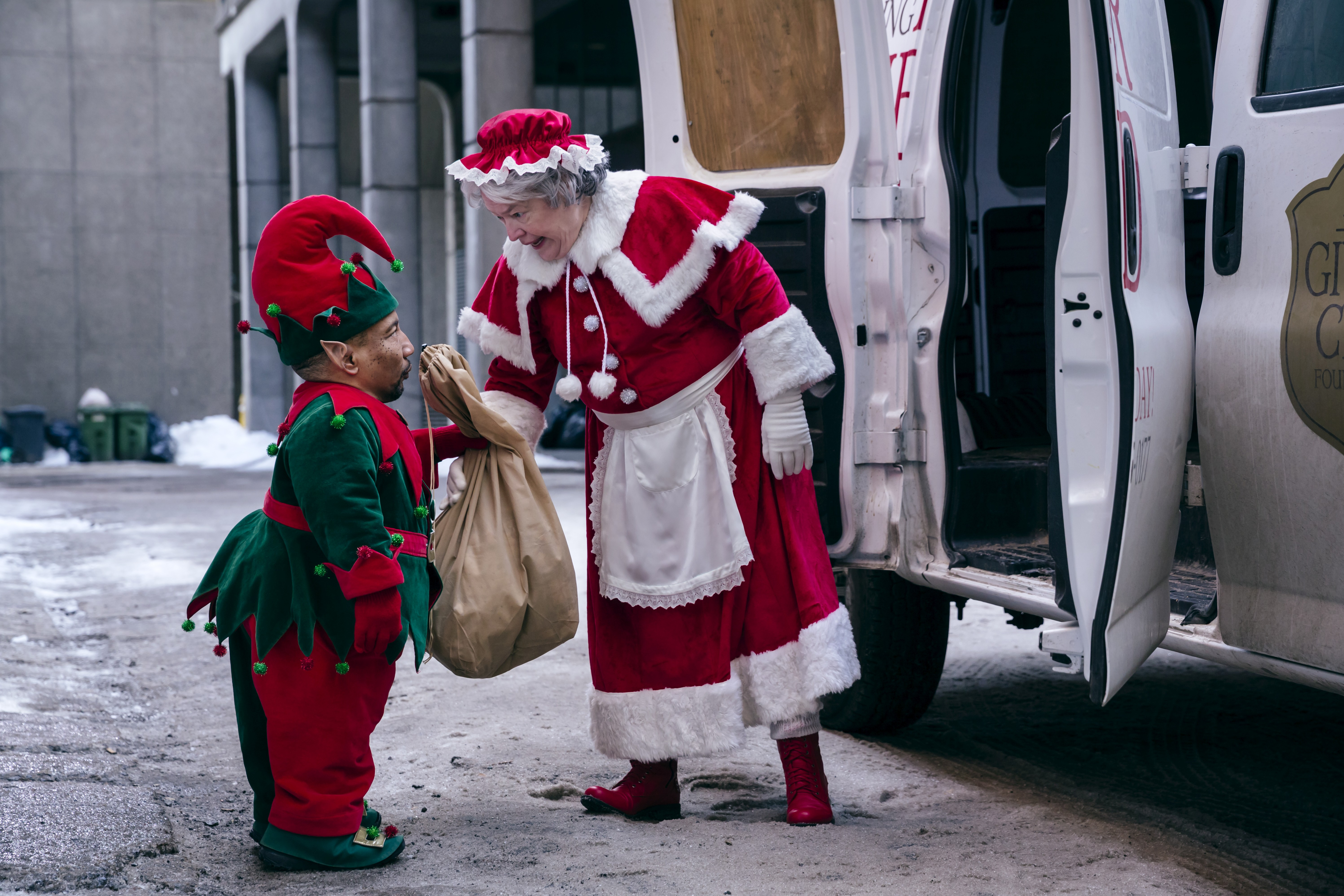кадры из фильма Плохой Санта 2 Тони Кокс, Кэти Бэйтс,