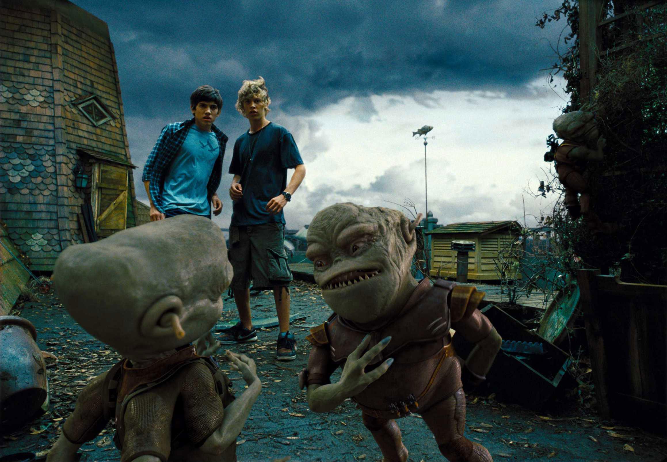 кадры из фильма Пришельцы на чердаке