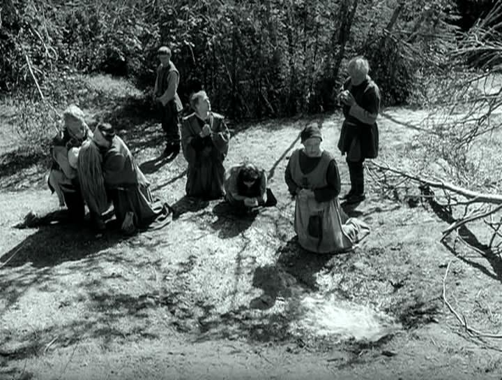 кадры из фильма Девичий источник