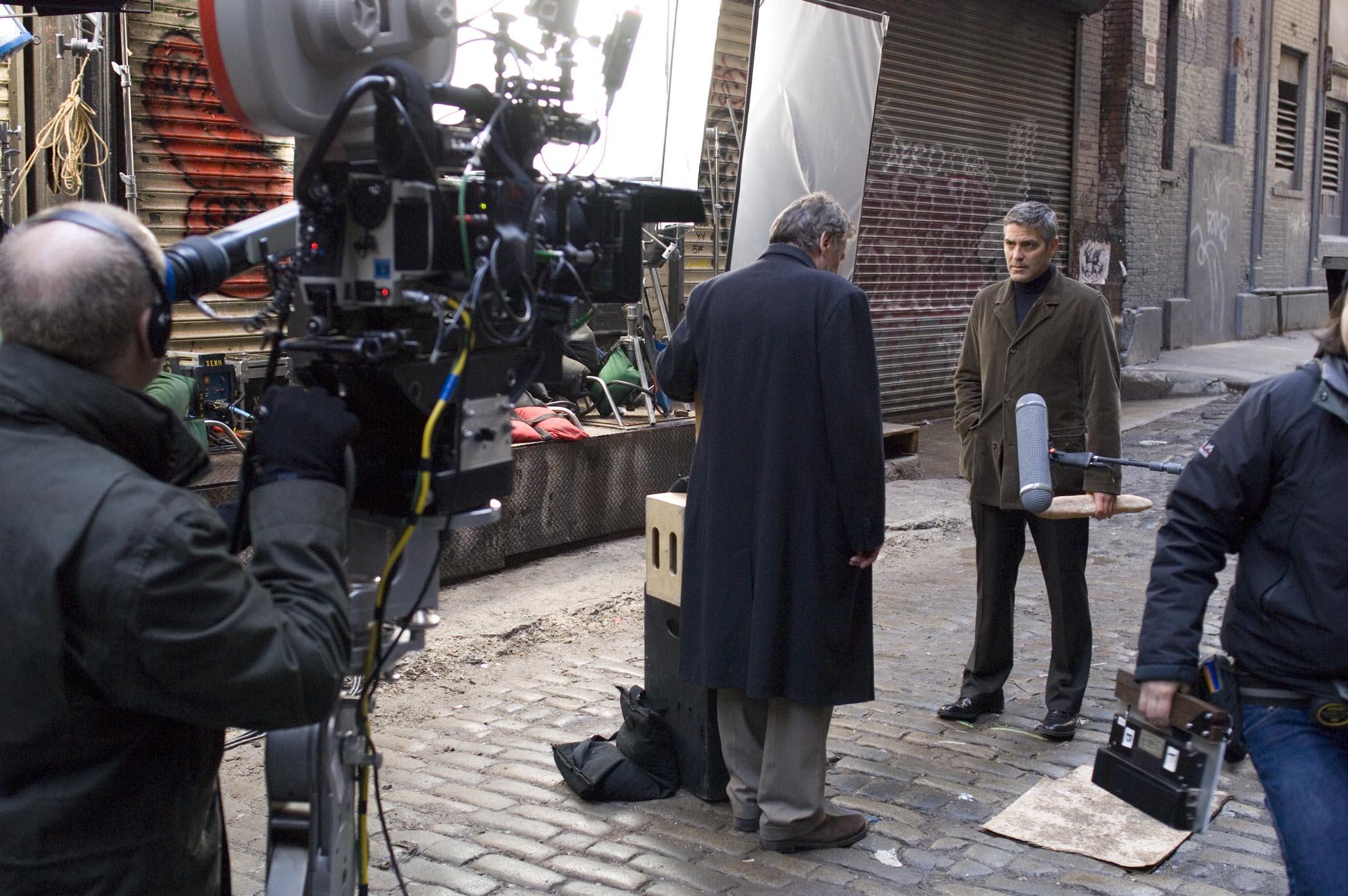 со съемок Майкл Клейтон Том Уилкинсон, Джордж Клуни,