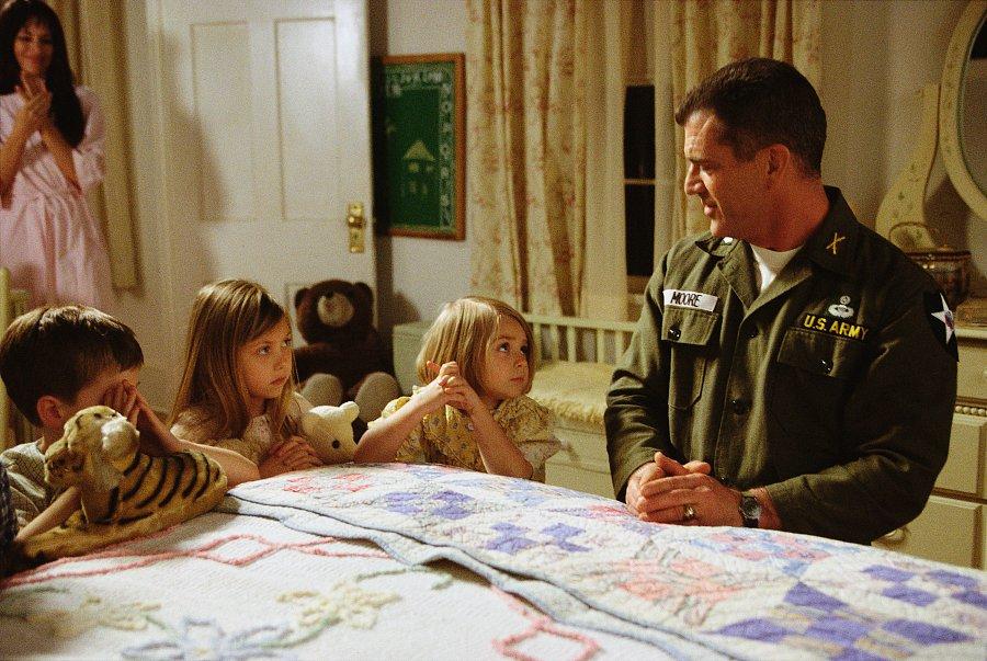 кадры из фильма Мы были солдатами Тэйлор Момсен, Мел Гибсон,